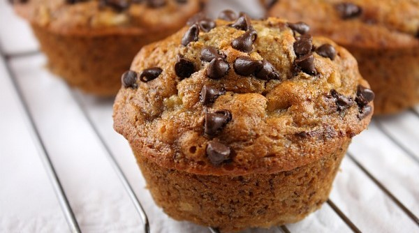 Low-Fat Banana Oatmeal Chocolate Chip Muffins | 78recipes