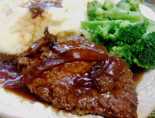 Crockpot Melt in Your Mouth Cube Steak and Gravy